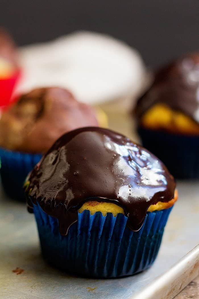 Marble Cupcakes - chocolate and vanilla cupcakes recipe with chocolate glaze