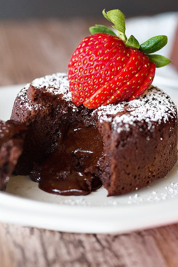 Molten lava cake with a gooey center full of chocolate. It's easy and tasty!