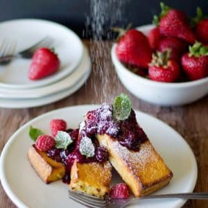 This baked French toast with Berry compote, which is homemade, is all you need for a Sunday morning! Save time and energy by baking These French toasts in the oven!