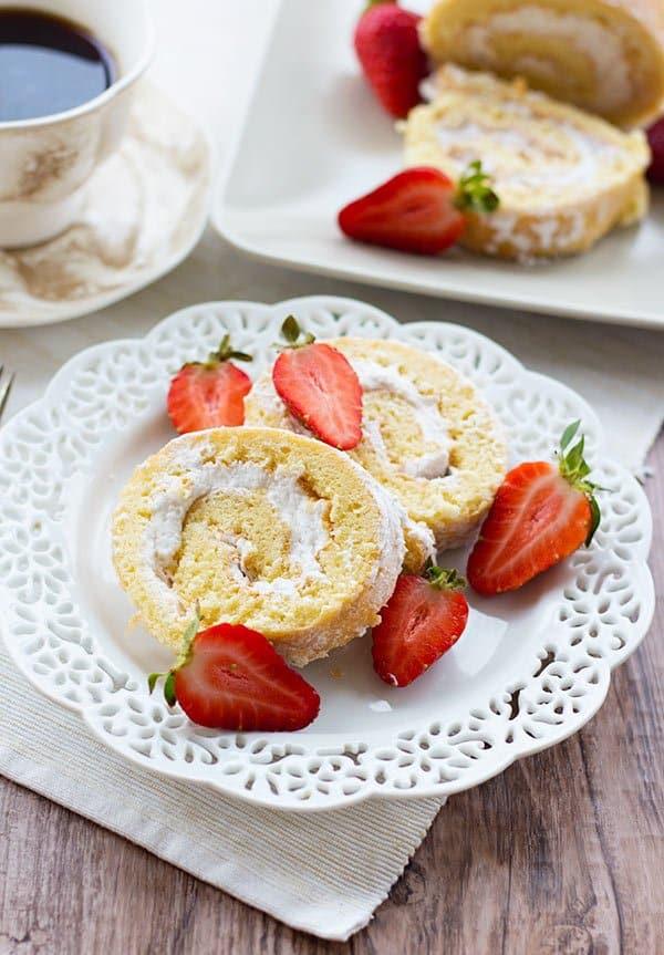 Strawberry-Cream-Swiss-Roll-2-600px