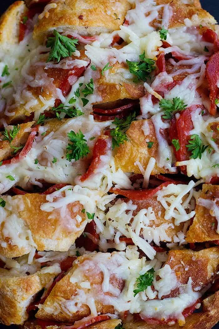 This pull apart pizza bread recipe is easy and quick to make.