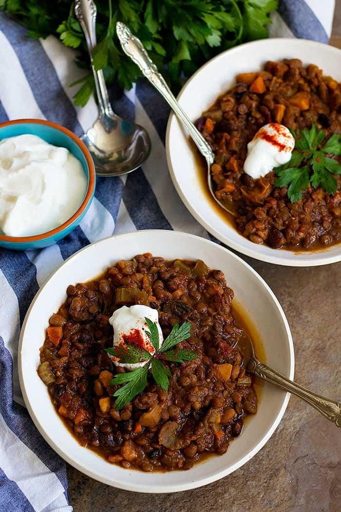 Quick Vegetarian Chili | Quick Vegetarian Chili Recipe | Vegetarian Chili | Slow Cooker Vegetarian Chili | From unicornsinthekitchen.com #vegetarian #chili #vegetarianfood #vegetarianrecipes