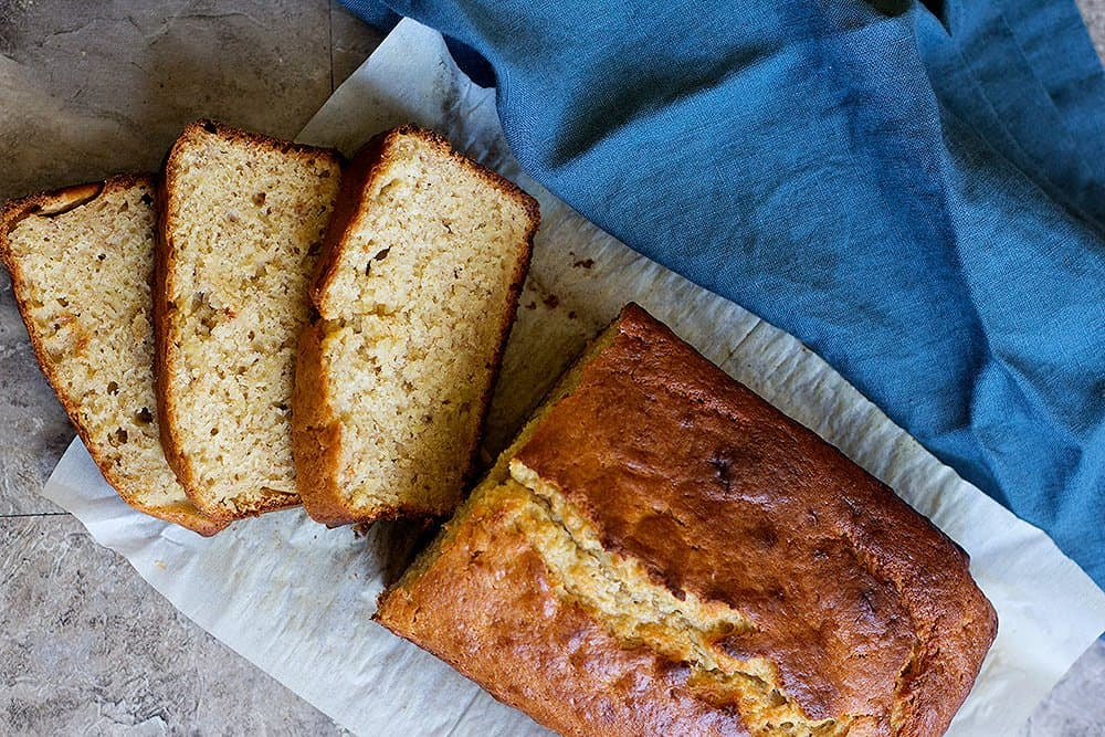 This easy banana bread recipe is perfect for midday snack.