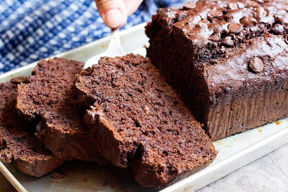 chocolate banana bread recipe is easy to make and is full of amazing flavors.