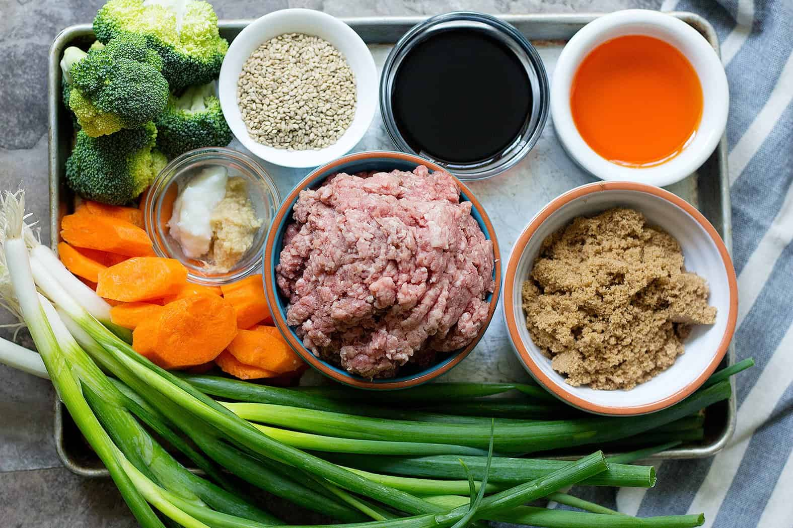 For this Korean ground beef bowl recipe you need ground beef, brown sugar, soy sauce, gnger, garlic, sesame seeds and sesame oil.