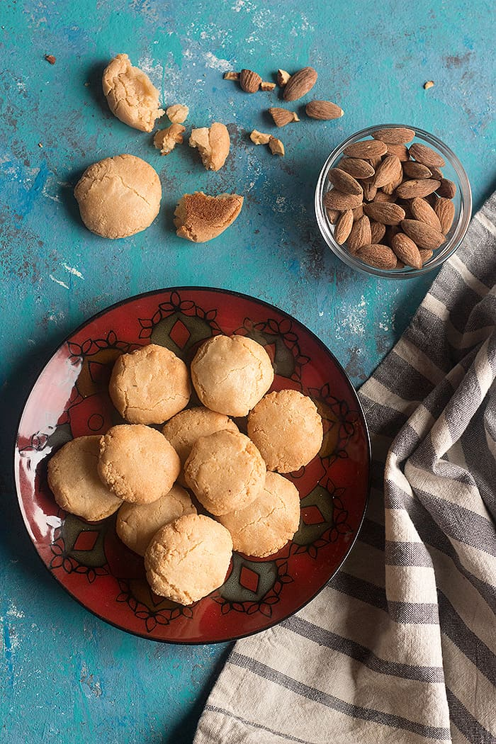 These almond cookies are chewy and very tasty. Learn how to make cookies with almond flours and 3 more ingredients.