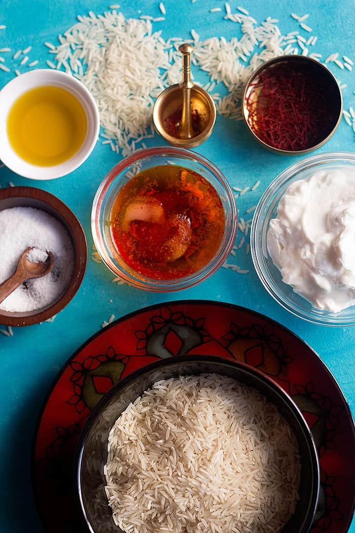 To make rice and saffron you need bloomed saffron, rice, yogurt, oil and salt.