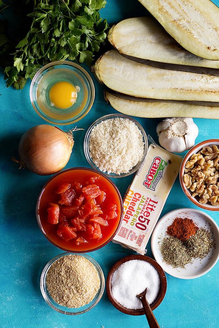 To make eggplant meatballs you need eggplants, tomatoes, garlic, walnuts, tomatoes, breadcrumbs, spices, onion and egg