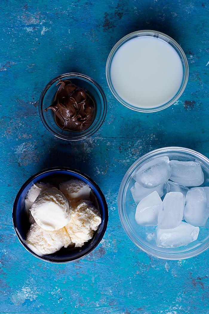 ingredients to make milkshake with nutella: nutella, milk, ice and ice cream