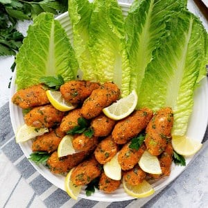 Vegan Turkish lentil meatballs are usually served with lettuce.