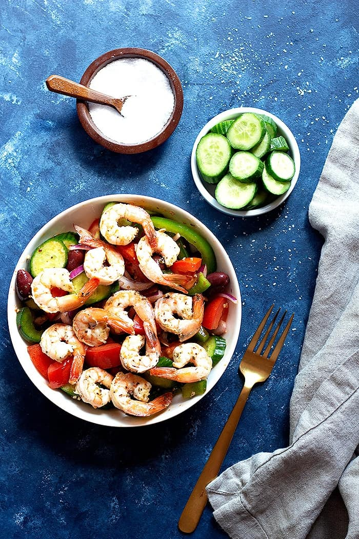 Healthy salad made with shrimp and vegetables.