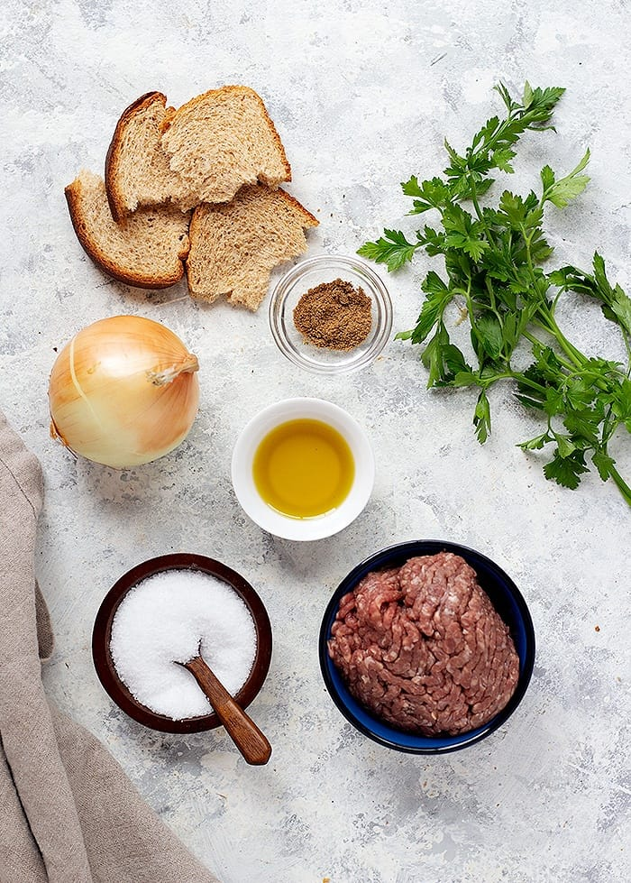 To make beef kefte kebab you need bread, onion, spice mix, parsley, olive oil and ground beef.