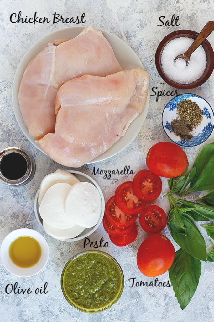 To make this recipe, you need chicken, tomatoes, mozzarella, pesto, spices and olive oil.