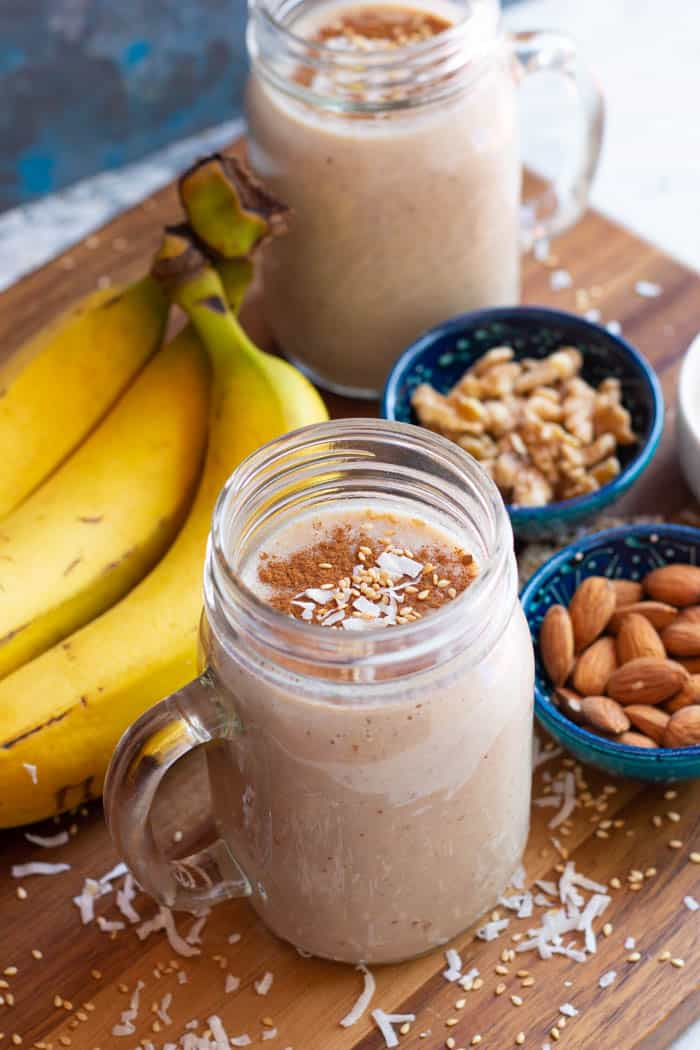 Banana date shake is perfect for breakfast.