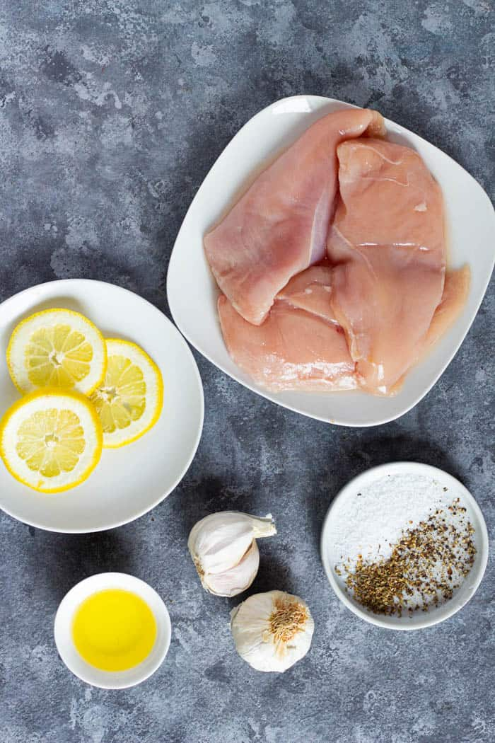 The ingredients to make this recipe are chicken breast, lemon, olive oil, garlic, oregano, salt and pepper.