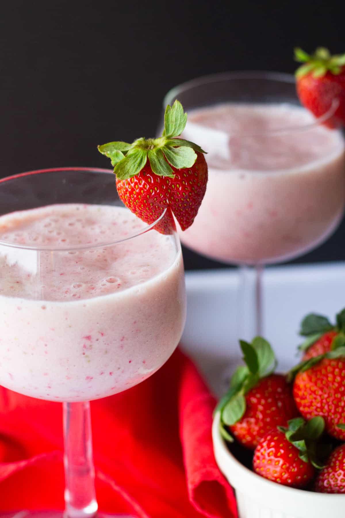 this strawberry milkshake recipe is healthy as it has no ice cream.